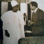 Ahidjo discutant avec son premier ministre de l'époque, Paul Biya