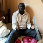 scène de menace dans une pièce camerounaise