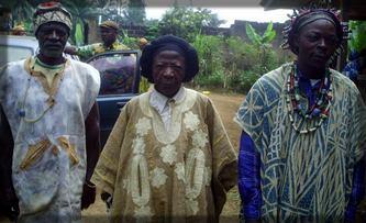 en Afrique, les vieillards sont souvent considérés comme des personnes sages
