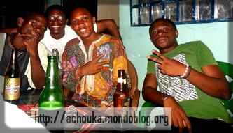 les Camerounais aiment se retrouver autour d'une bière