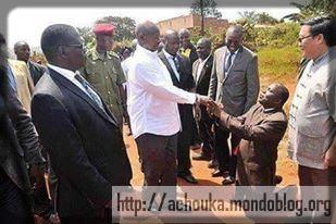 http://achouka.mondoblog.org/files/2015/08/73-nos-hommes-politiques-sont-presque-tous-des-flatteurs.jpg