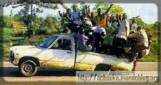 Les Camerounais aiment faire surcharger leurs voitures