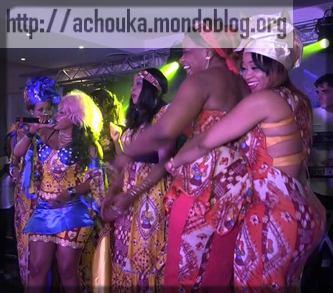 Les femmes s'éclatent pendant la fête du 08 mars