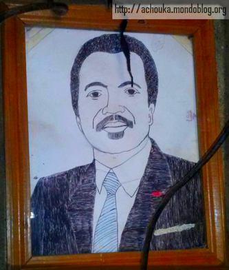 Portrait de Paul Biya, filmé dans un domicile de Foumban
