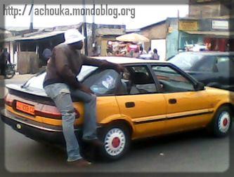 Il faut pouvoir tenir en équilibre sur un véhicule. (c) Ecclésiaste Deudjui