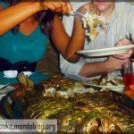Au Cameroun, la petite vient en mangeant