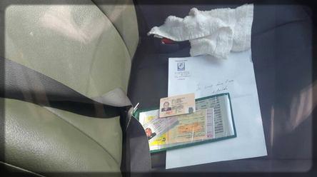 pièces d'identité dans la voiture