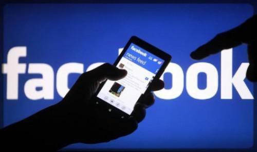 téléphone connecté à Facebook
