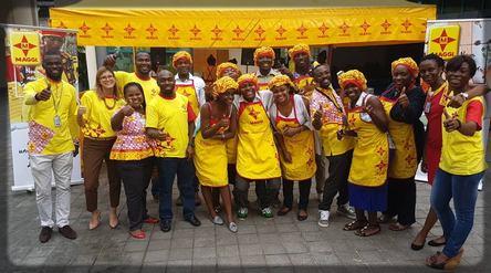 photo de famille entre Nestlé Cameroun et les blogueurs