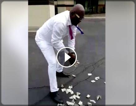 vidéo de Longuè Longuè en train de ramasser l'argent à Chicago