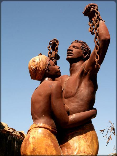 statue contre l'esclavage à Gorée