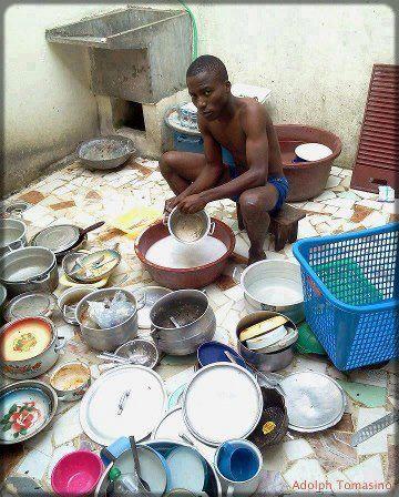 homme noir vaisselle assiettes