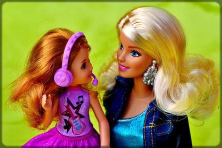 deux poupées Barbie