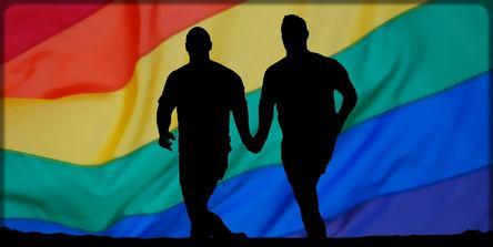 deux homosexuels qui courent sous la bannière gay
