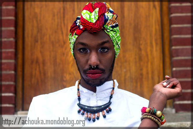 un homme Noir déguisé en femme
