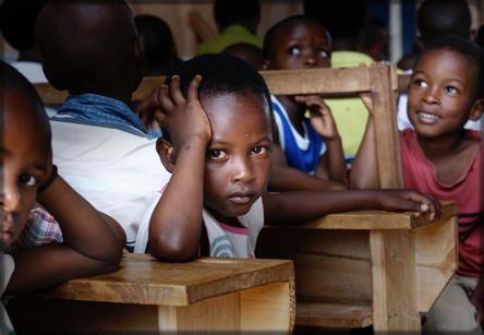 petits enfants en classe