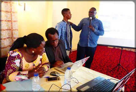le blogueur Atome en compagnie de Dania Ebonguè
