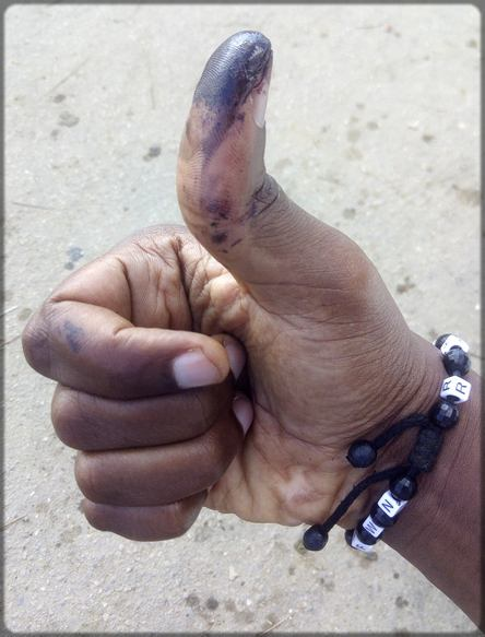 doigt imbibé d'encre électoral