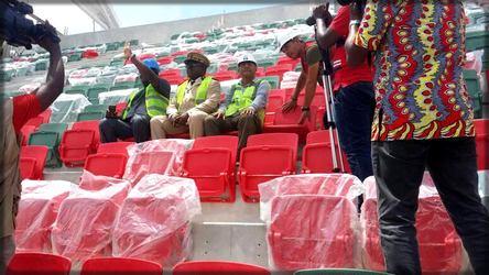 Le gouverneur Diboua au stade de Japoma