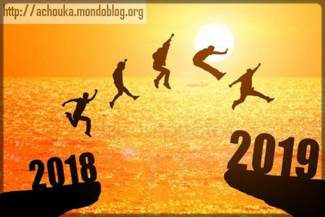 un homme saute de 2018 à 2019