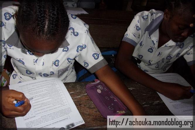 deux jeunes filles du collège L'Agape à Douala