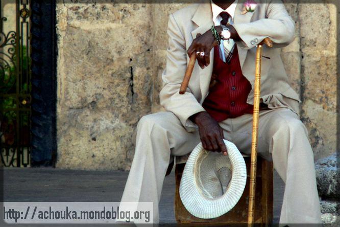 vieil homme cubain assis