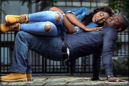 Une femme couchée sur son ex
