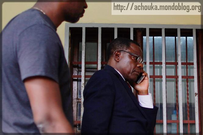 Maurice Kamto au téléphone