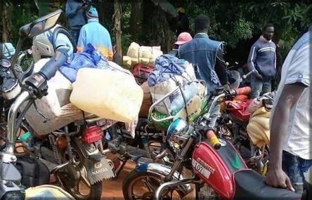 des allogènes quittant en masse la ville de Sangmélima