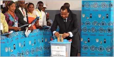 Paul Biya qui vote