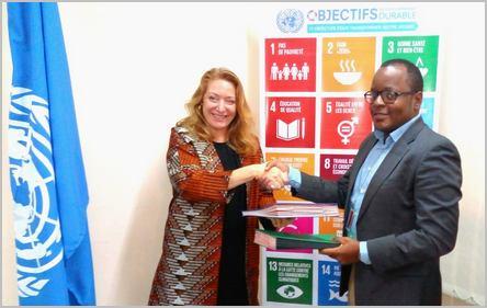 René Jackson Nkowa et la représentante du bureau des Nations-unies au Cameroun
