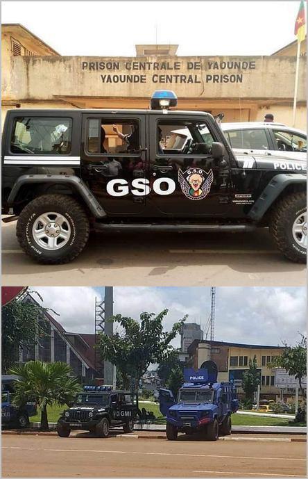 Véhicules de police dans les rues de Yaoundé