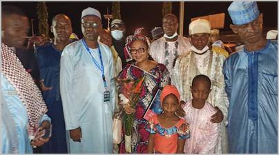 Djaïli Amadou Amal à l'aéroport de Douala