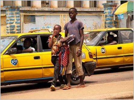 enfants commerçants à yaoundé
